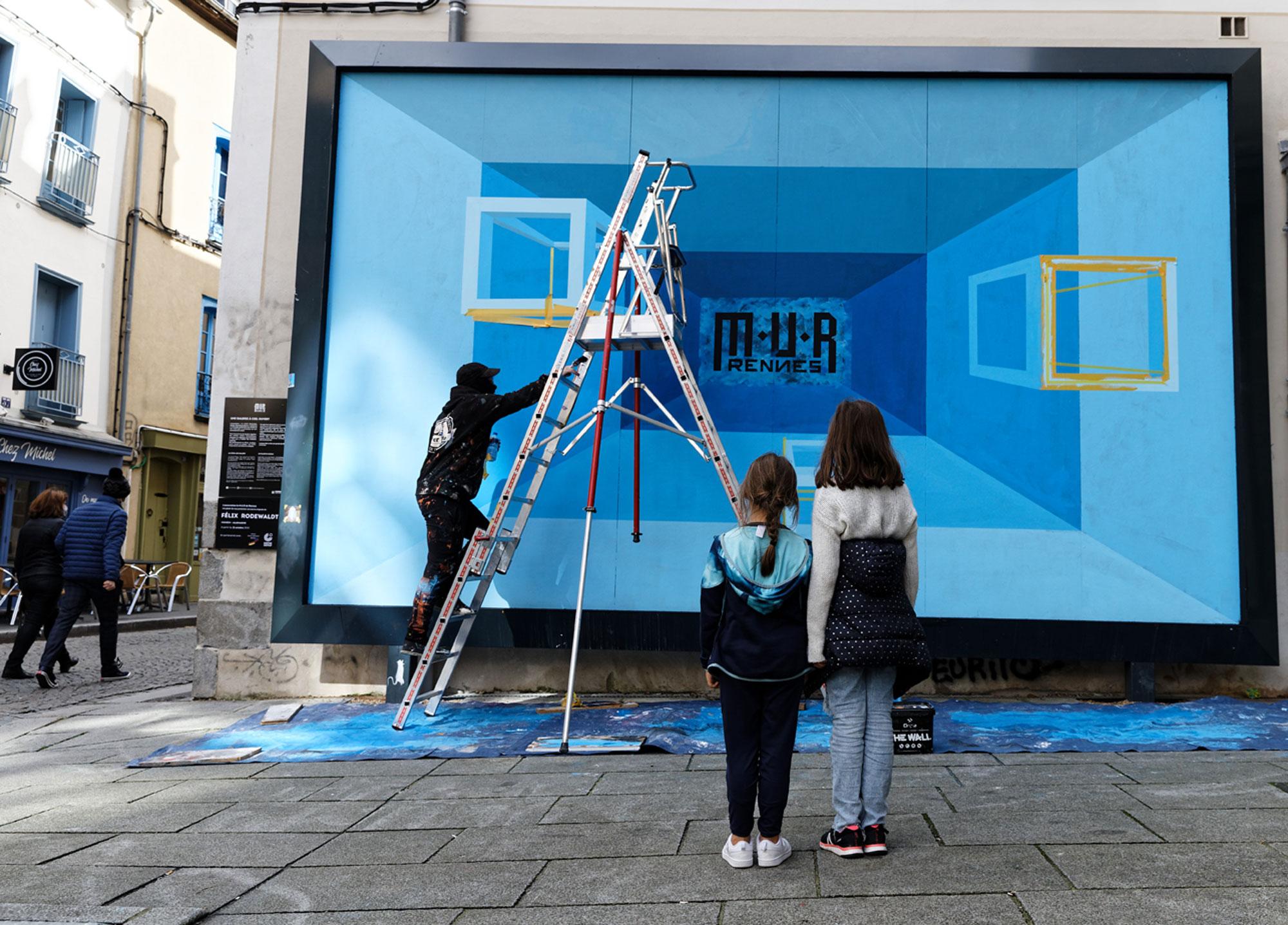Felix Rodewaldt M.U.R de Rennes - enfants devant mur - photo Monique Sammut