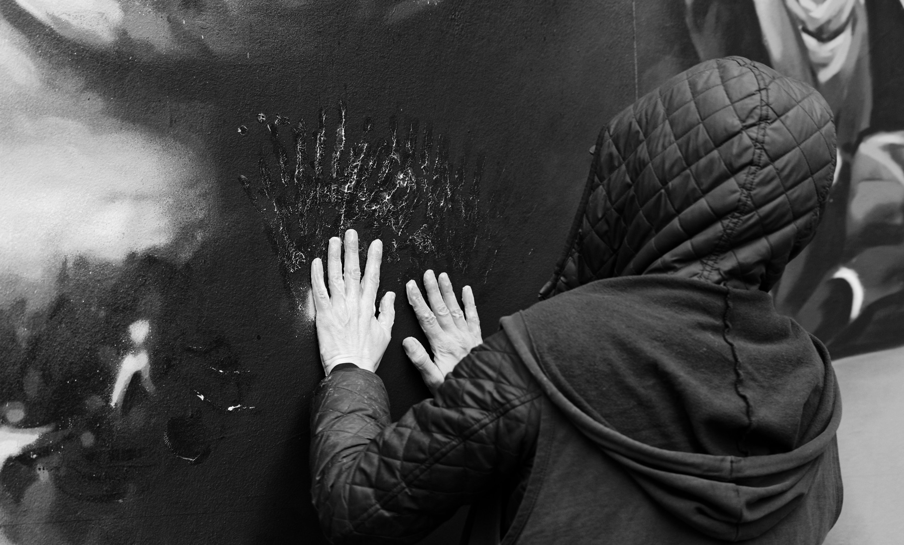 Mains pleines de colle-de-Rennes-Mur11-13bis-@Monique-Sammut