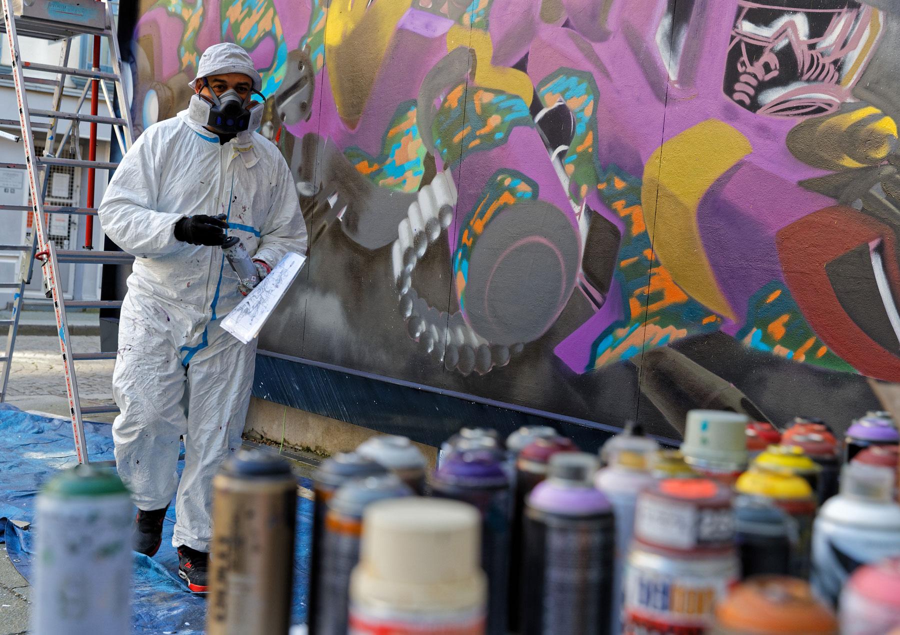 Premier plan bombe de peinture aérosols Rennes--M.U.R12-Moore-@Monique-Sammut